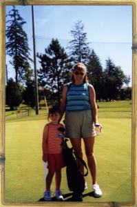 Mom-and-daughter_golf